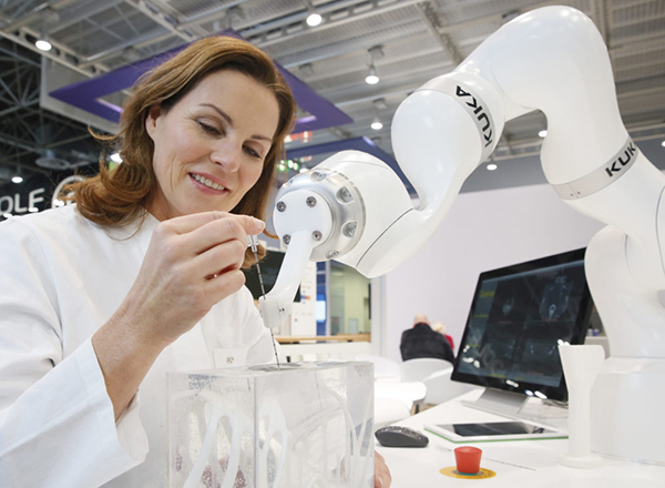 Robots in medicine are becoming more and more important and are a top topic at the MEDICA (Copyright: Constanze Tillmann/ Messe Düsseldorf).